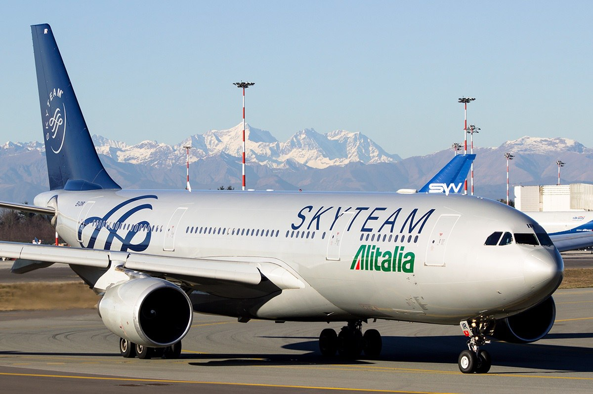 Самолет Alitalia в ливрее SkyTeam