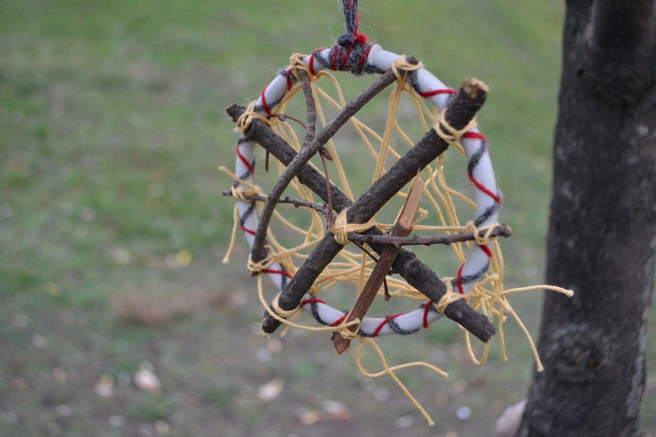 Талисманы и амулеты из перьев, дерева ( веточек, камней и т.д.). Ведьмина лестница. Магнит удачи. 4WFZLbgACIg
