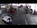 В Чехии трое водителей погрузчиков блокировали машину грабителя и сорвали его gang-bang