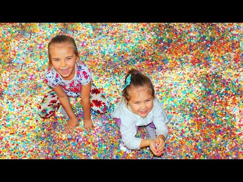 Pretend play with ORBEEZ Learn colors with orbeez and funny girls