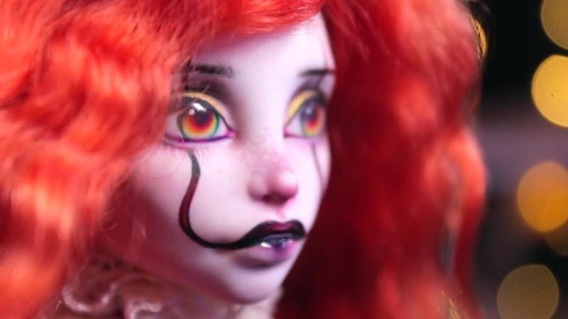 DOCH_KLOUNA_PENNIVAJZA_ONO__OOAK-kukla_PenniNajs__obzor_na_Halloween_Hellouin_(MosCatalogue.net)
