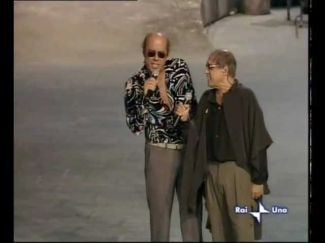 Adriano Celentano e Teo Teocoli in Stai lontana da me
