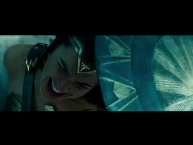 Wonder Woman VS Old Woman [Bazinga]