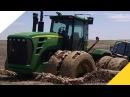Большие тракторы застряли в грязи