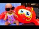 Кукла Беби Борн купается в новом купальнике Полина КАК МАМА Видео для детей