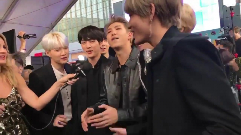 "BTS covering some of Camila Cabello's ""Havana"" 👍🏻 AMAs"