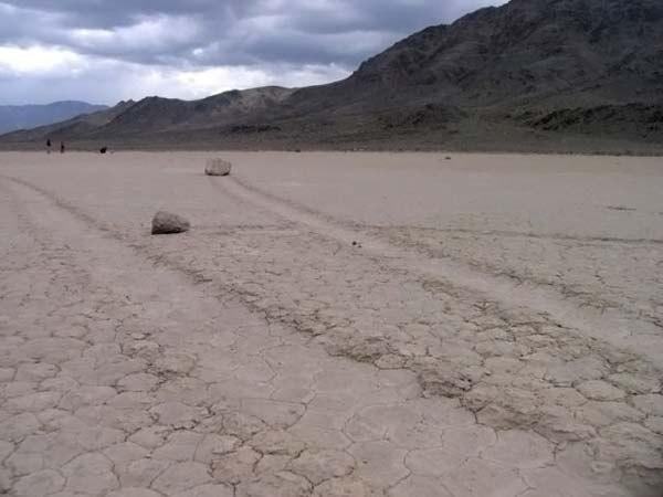 Движущиеся камни в Долине Смерти, Калифорния, США