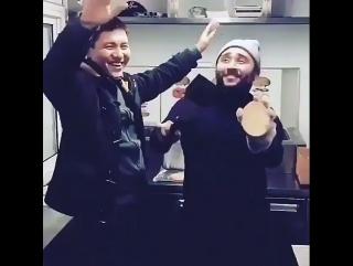 Сека танцует на уйгурский песня