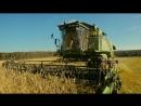 Комбайнер Очаково собирает урожай