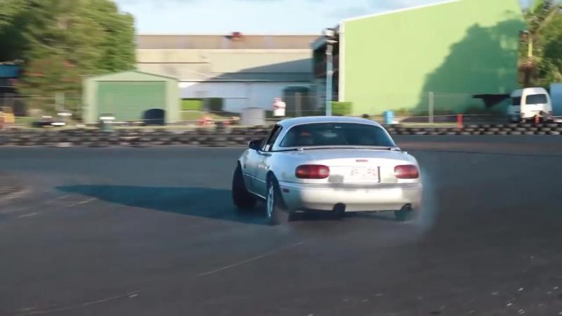 Mazda MX-5 NA Miata drifting. Stock 1.8L at Archerfield