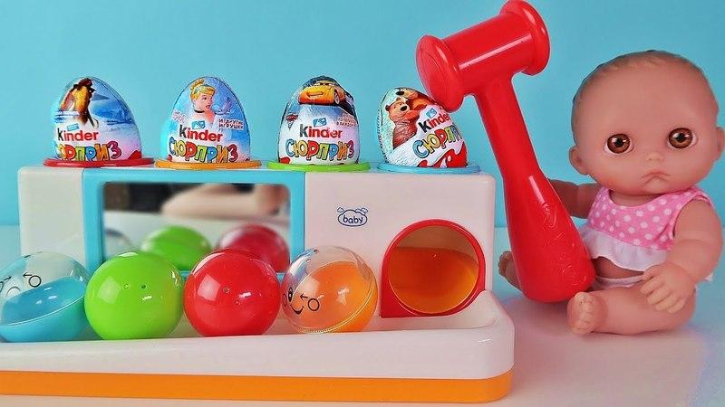 Куклы Пупсики Изучают Цвета и Открывают Киндер Сюрпризы и игрушки. Детский канал Зырики ТВ