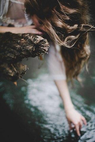 — Він бере твою руку, а ти віддаєш йому серце, ховаючи очі