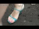 Crush snail Amelia blue sandals in park