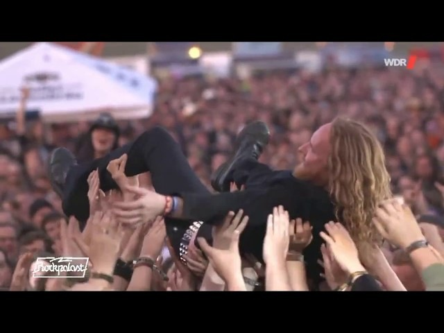 DARK TRANQUILLITY || Misery's Crown (MIKAEL STANNE CROWDSURFING @ SUMMER BREEZE 2017)