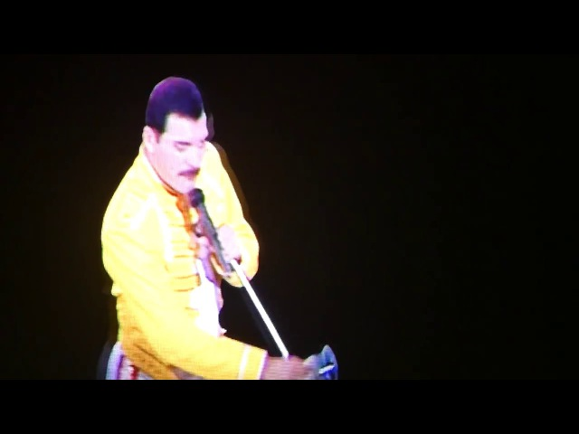 Queen- Freddie Crowd - WE WILL ROCK YOU- Live Birmingham 30/11/17