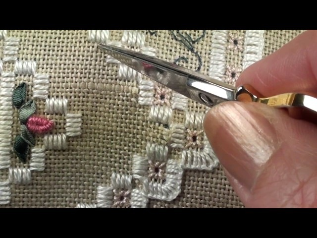 05 Heart Etui - Hardanger - Cutting the Linen for Hardanger