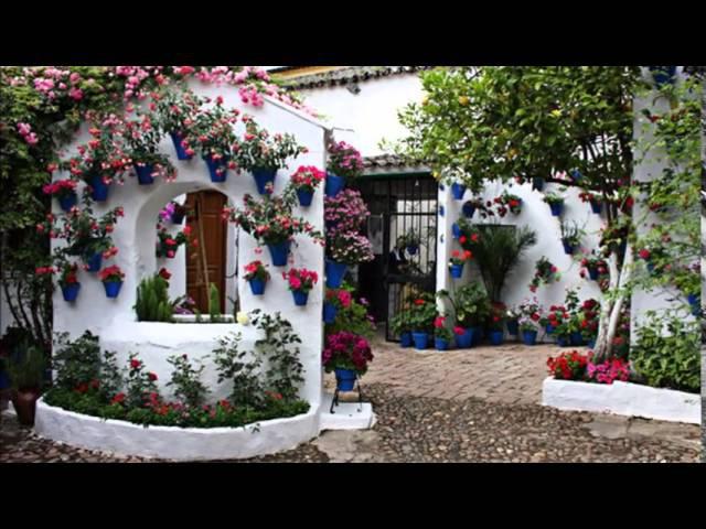 Красивые внутренние дворики в Испании, украшенные цветами