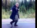 Бомж танцует Frank Sinatra – Im singing in the rain