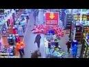 Школьники громят один из магазинов сети Walmart в Чикаго