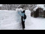 Необычные зодчие в усадьбе Кривякино. Жители стали строителями снежной крепости