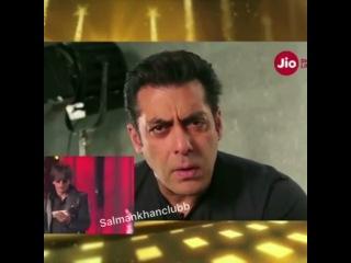 """Salman Khan on Instagram: """"#beingsalmankhan and #shahrukhkhan in #jio #filmfare must watch... #srk #salmankhan #filmfareawards"""""""