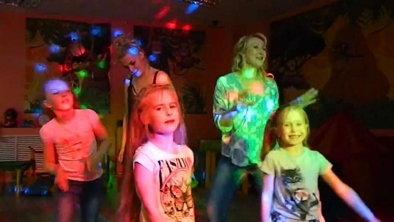 Песня - подарок от родителей на выпускной из детского сада воспитателю Улыбайся