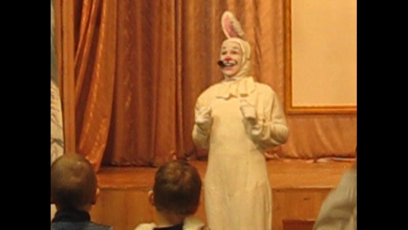 Потрясающий смешной зайчик на нашем Новогоднем Празднике