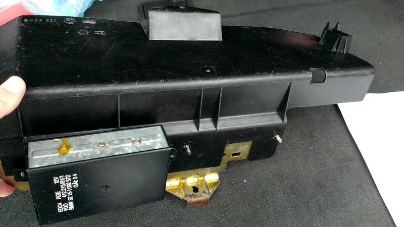 БМВ Е34 Установка кронштейна и защитного кожуха аккумулятора BMW E34
