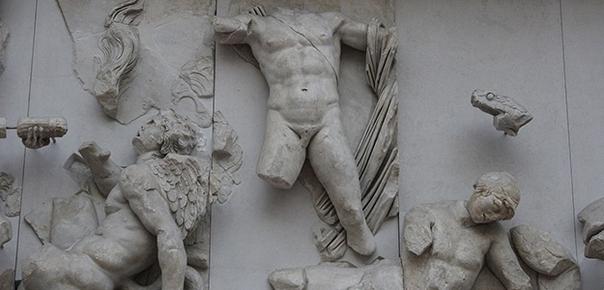 Барельефы древнегреческих богов герм