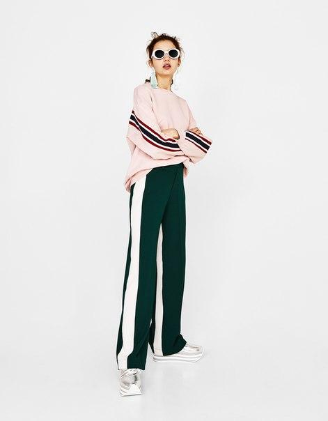 Широкие брюки с лампасами
