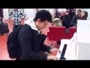 10 мелодий за 3 минуты ЭТО ПРОСТО КРУТО Парень поразил всех ожидающих в Аэропорту виртуозно сыграв на пианино