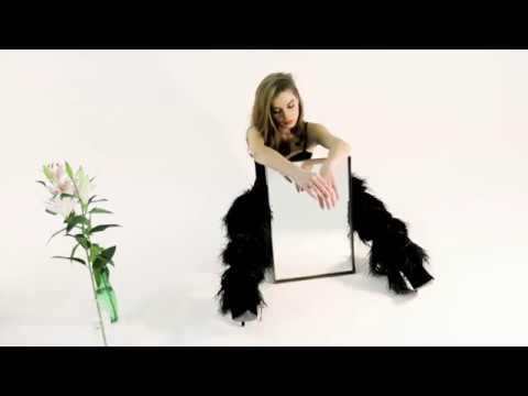 Adèle Farine, un peu, beaucoup, passionnément - L'OFFICIEL