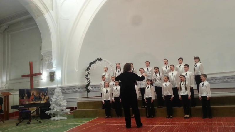 Выступление на конкурсе《Предчувствие Рождества》в Лютеранской церкви св Екатерины Исполняем 《Donkey Carol》 《Тростники》 《Тропин