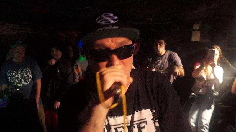 Bad Balance (Шeff, Al Solo, Купер и DJ LA) исполнила трек Светлая музыка в Санкт-Петербурге. (7 апреля 2018 г.)