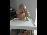 угадай что ест малыш)