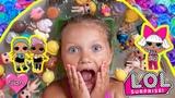 Ева купается с шариками орбиз и куколками Лол