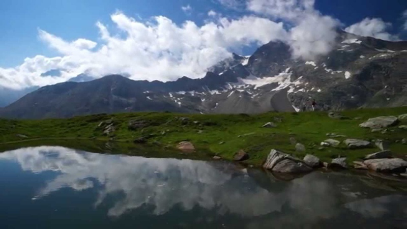 A piedi tra le nuvole: spegni il motore e ascolta la montagna