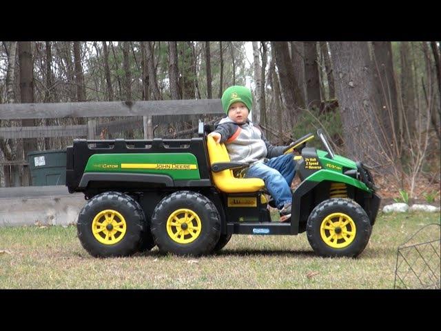 PEG PEREGO JOHN DEERE GATOR 6x4 RIDE-ON VEHICLE FOR KIDS