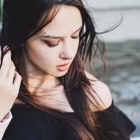 Лена Ишкова  