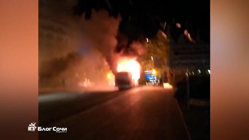 В Сочи сгорел автобус МУП Сочиавтотранс