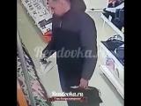 В Смоленске мужчина стащил из магазина утюг, но «засветился» на камеру