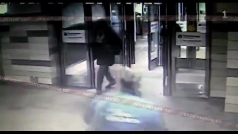 Напал с ножом на охранника метро Пролетарская, Москва