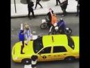 5 - Зак Эфрон, Хью Джекман, Джеймс Корден и Зендая - Crosswalk Karaoke для программы The Late Late Show with James Corden