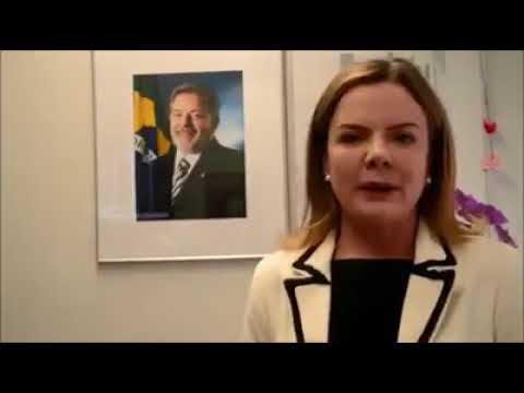 Gleisi ratifica candidatura de Lula e pede que passemos isso ao povo.