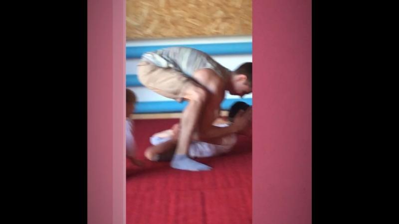 Тренировка по акробатике!)