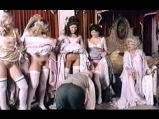Госпожа заставила раба лизать пизду всем девушкам во дворце (вылизал письку, делает кунилингус всем, лижет между ног телок)
