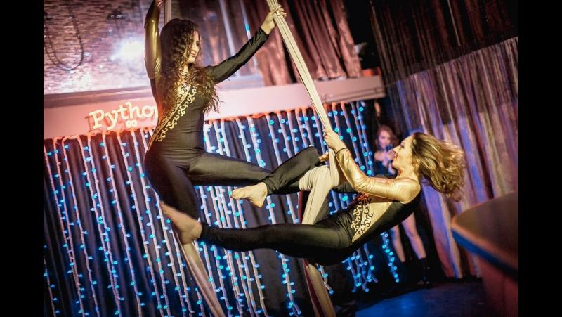 «Тысяча и одна ночь». Мария Буркацкая и Юлия Сурмина, воздушные полотна