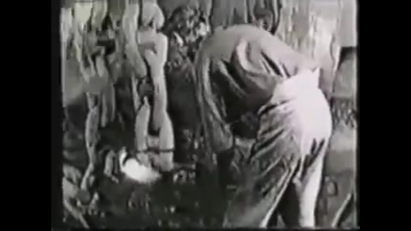 This old film shows exactly what goes into making a heavy anchor chain
