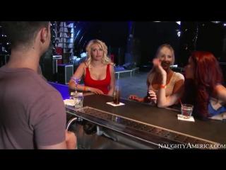 Kagney Linn Karter с подругами соблазняет рок звезду