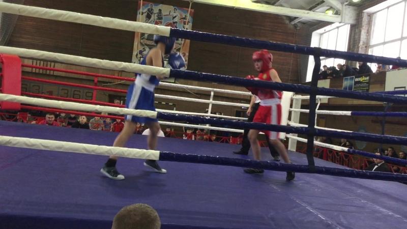 2 раунд боя Филиппова Александра с противником из Вельска на соревнованиях по боксу11.02.2018